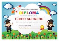 Ilustração colorida do vetor do molde do projeto do fundo do certificado do diploma das crianças do pré-escolar Fotos de Stock