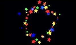 Ilustração 3D abstrata do para render criado em consequência das estrelas geométricas coloridas sob a forma das formas diferentes ilustração royalty free