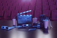 ilustração 3D da pipoca, das bebidas, do clapperboard, do diafilme e dos dois bilhetes Conceito do cinema com luz azul Cadeiras v ilustração stock