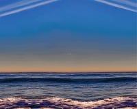Ilustração da onda de oceano no por do sol, em nuvens incomuns e em ondas ilustração royalty free