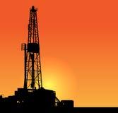 Ilustração da perfuração para a exploração do petróleo. por do sol Imagens de Stock