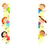 Ilustração das crianças que olham atrás do cartaz Fotografia de Stock