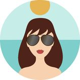 Óculos de sol vestindo da menina Foto de Stock Royalty Free
