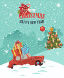Ilustração do Feliz Natal Projeto de cartão da paisagem do Natal do carro vermelho retro com o presente na parte superior Fotografia de Stock