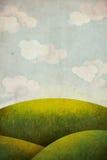 Prado da grama verde com céu e nuvens Fotos de Stock