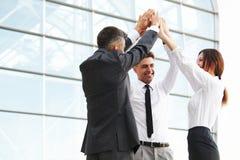 Ilustração do JPG + do vetor Team Celebrating bem sucedido um negócio Foto de Stock