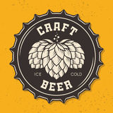 Ilustração do tampão de garrafa da cerveja do ofício com lúpulos Imagens de Stock