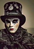 Ilustração dos desenhos animados da máscara branca vestindo e do chapéu negro da mulher misteriosa durante o carnaval de Veneza e ilustração stock
