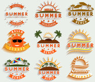 A ilustração retro do vetor das etiquetas e dos sinais das férias de verão projeta elementos Fotos de Stock