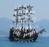 Ilustração tirada mão do vetor para o cartaz com citações da mão-rotulação Paisagem do mar com um navio Imagem de Stock Royalty Free