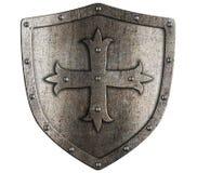 Protetor velho do metal do cruzado com a cruz isolada foto de stock royalty free