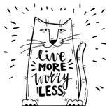 Ilustración del vector Tarjeta positiva con el gato de la historieta La caligrafía redacta a Live More Worry Less libre illustration