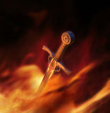 ilustración 3D de una espada medieval en fuego Fotos de archivo libres de regalías