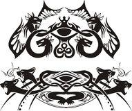 Ilustraciones simétricas estilizadas con los dragones y los gatos Fotografía de archivo