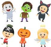 Ilustracja dzieciaki Jest ubranym Halloweenowych kostiumy royalty ilustracja