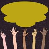 Ilustracja Multiracial różnorodność ręki Podnosi W górę dojechania dla Kolorowej Puszystej Dużej chmury Kreatywnie tło pomysł royalty ilustracja