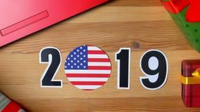 Ilustracja, nowy rok, męska ręka stawia dalej stół na flaga amerykańskiej, kraj piłka, 2019