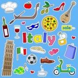Ilustracja z ikonami ustawiać łaty na podróży kraj Włochy, proste kolor ikony na błękitnym tle Zdjęcia Stock