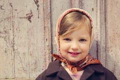 ilustracyjny lelui czerwieni stylu rocznik Mała śliczna dziewczyna na tle stary doo Obraz Stock