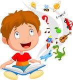 Ilustração do conceito da educação do livro de leitura dos desenhos animados do rapaz pequeno Fotografia de Stock