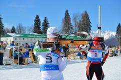 Ilya Popov konkurriert in regionaler Schale IBU in Sochi Stockbild
