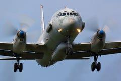 Ilyushin IL-20 da aterrissagem da força aérea do russo na base da força aérea de Kubinka imagens de stock