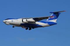 Ilyushin IL-76LL 76529 flygatestbed med ny landning för motor PD-14 på den Zhukovsky - Ramenskoe flygplatsen Arkivbild