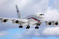 Ilyushin IL-96-300 RA-96018 de l'atterrissage spécial d'unité de vol du ` s de président à l'aéroport international de Vnukovo Photo stock