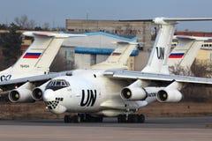 Ilyushin IL-76T von den Vereinten Nationen RA-76457, die bei Zhukovsky mit einem Taxi fahren Stockfoto