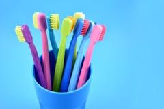 Imágenes comunes coloreadas de los cepillos de dientes Imagen de archivo