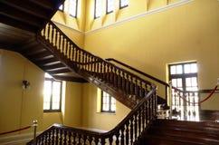 Imágenes comunes de las escaleras viejas imagenes de archivo