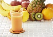Imágenes de las bebidas frescas de la fruta y verdura foto de archivo