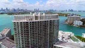 Imágenes de vídeo aéreas del abejón de Miami Beach almacen de metraje de vídeo