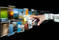 Imágenes que alcanzan de la mano que fluyen del profundo Imagen de archivo