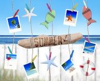 Imágenes y objetos de las ubicaciones del viaje que cuelgan por la playa Imágenes de archivo libres de regalías