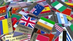 Imán del recuerdo o insignia con el texto de Canberra y bandera nacional entre los diversos El viajar a Australia conceptual metrajes