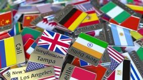 Imán del recuerdo o insignia con el texto de Dresden y bandera nacional entre los diversos El viajar a la introducci?n conceptual almacen de metraje de vídeo