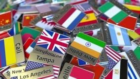 Imán del recuerdo o insignia con el texto de La Haya y bandera nacional entre los diversos El viajar a los Países Bajos almacen de metraje de vídeo