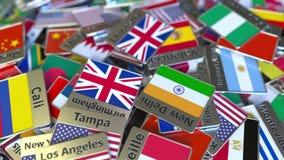 Imán del recuerdo o insignia con el texto de Leicester y bandera nacional entre los diversos El viajar al Reino Unido metrajes