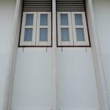Im altem Stil Fenster im alten Haus Lizenzfreie Stockfotos