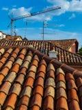 Im altem Stil Hausdach mit blauem Himmel stockfotografie