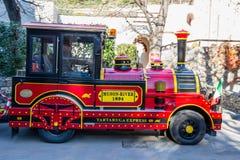 Im altem Stil Lokomotive der touristischen Zugfälschung, Italien stockfotografie