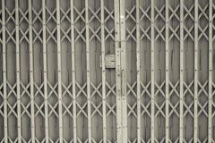 Im altem Stil von der Stahlschiebetür Lizenzfreies Stockfoto