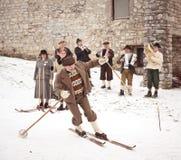 Im alten Stil Skifahrenleistung in Slowenien Lizenzfreies Stockbild