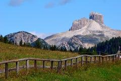 Im August 2009 wurden den Dolomit Italien eine UNESCO-Welterbestätte erklärt Der Name ist vom Karbonatsfelsendolomit lizenzfreies stockfoto