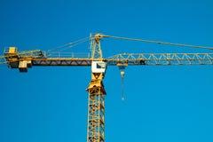 Im Bau errichten und Kran Lizenzfreie Stockfotografie