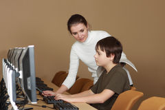 Im Computerlabor stockfoto