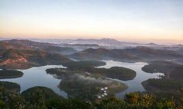 1., im Dezember 2016 - 1-teilig von der Dalat-Stadtansicht von Pinhat-Berg im TuyenLam See an Dalat-Flucht Dong Vietnam Lizenzfreie Stockfotografie