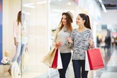 Im Einkaufszentrum Lizenzfreie Stockfotos