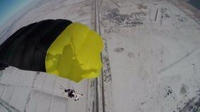 Im freien Fall springen des Videos Winterim freien fall springen stock video